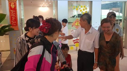 Gia đình xúc động đón cô dâu Việt từ Đài Loan về quê ăn Tết - Ảnh 10.