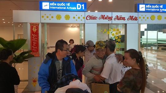 Gia đình xúc động đón cô dâu Việt từ Đài Loan về quê ăn Tết - Ảnh 13.