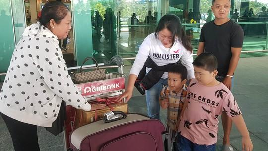 Gia đình xúc động đón cô dâu Việt từ Đài Loan về quê ăn Tết - Ảnh 14.