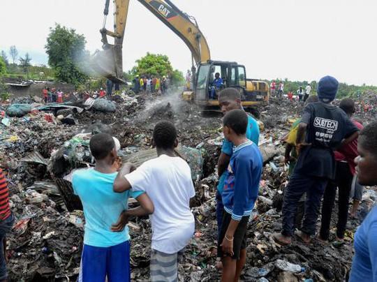 Mozambique: Sập bãi rác, ít nhất 17 người chết - Ảnh 1.