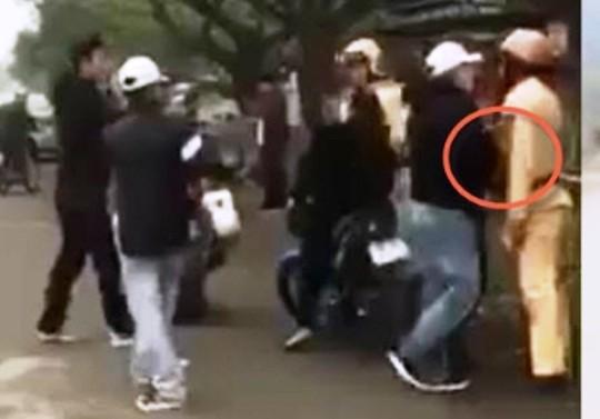 Đôi nam nữ đánh võng, vu vạ CSGT đánh người bị phạt 7,3 triệu đồng - Ảnh 3.