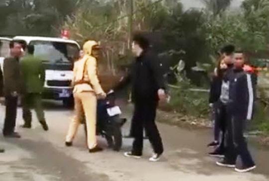 Đôi nam nữ đánh võng, vu vạ CSGT đánh người bị phạt 7,3 triệu đồng - Ảnh 1.