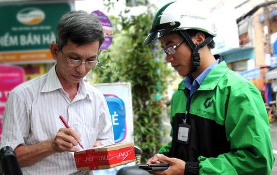 Gần Tết, người dân đua nhau mua sắm chợ online - Ảnh 1.