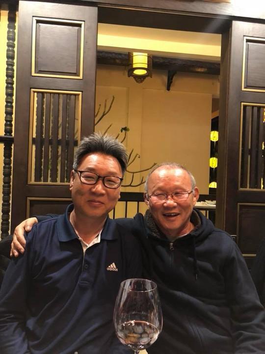 HLV Park Hang Seo ăn tối cùng sư phụ thứ 2 của Hoàng Xuân Vinh - Ảnh 2.