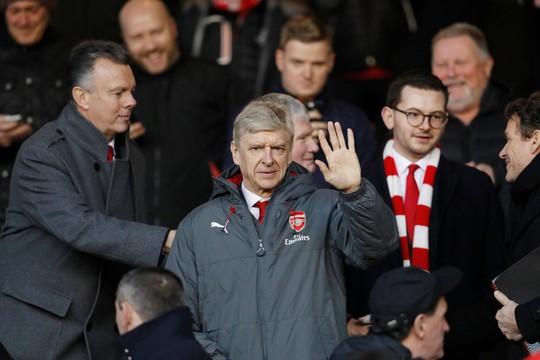 HLV Wenger cương quyết không rời Arsenal - ảnh 1