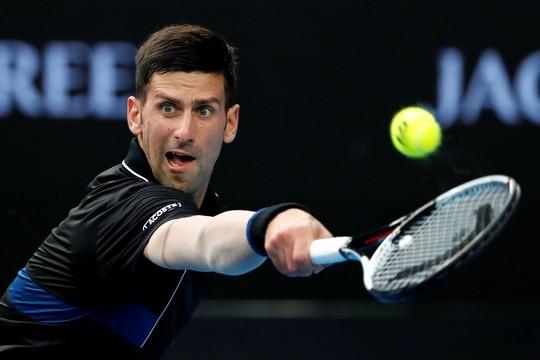 Nadal chính thức giành vé vào tứ kết, Djokovic và Federer vẫn bám đuổi - Ảnh 8.