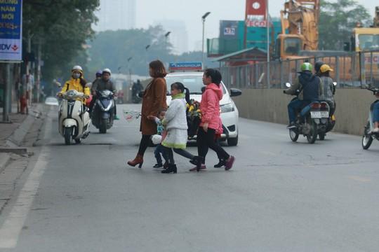 Ngày đầu người đi bộ sai luật có thể bị phạt tù đến 15 năm - Ảnh 11.