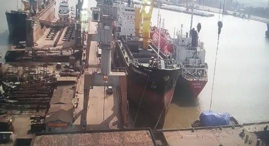 Cả 4 thuyền viên trong vụ nổ tàu đều đã tử vong - Ảnh 1.