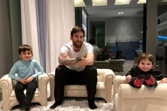 Vợ chồng Messi báo tin mừng trước đại chiến Chelsea - Ảnh 2.