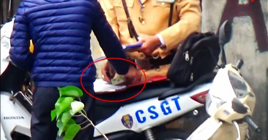 Chủ tịch Hà Nội Nguyễn Đức Chung yêu cầu làm rõ vụ CSGT nghi mãi lộ - Ảnh 1.
