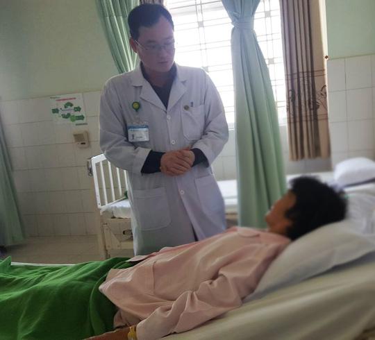 Điều trị thành công cho 6 bệnh nhân nữ bị sa sinh dục - Ảnh 1.