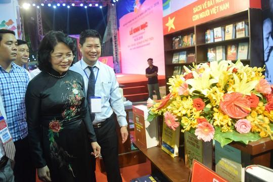 Phó Chủ tịch nước dự khai mạc Hội sách TP HCM - Ảnh 4.