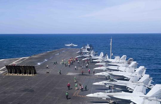 Hình ảnh mới nhất trên Biển Đông của tàu sân bay Mỹ sắp đến Việt Nam - Ảnh 5.