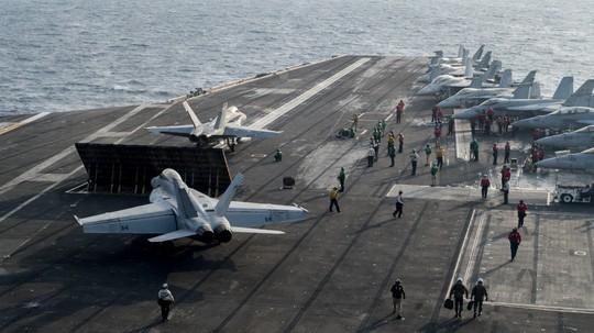 Hình ảnh mới nhất trên Biển Đông của tàu sân bay Mỹ sắp đến Việt Nam - Ảnh 6.