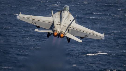 Hình ảnh mới nhất trên Biển Đông của tàu sân bay Mỹ sắp đến Việt Nam - Ảnh 7.
