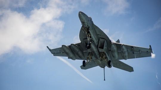 Hình ảnh mới nhất trên Biển Đông của tàu sân bay Mỹ sắp đến Việt Nam - Ảnh 9.