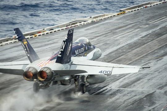 Hình ảnh mới nhất trên Biển Đông của tàu sân bay Mỹ sắp đến Việt Nam - Ảnh 10.