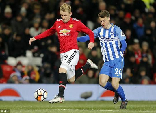 Không phục Mourinho, Luke Shaw có thể sang Chelsea - Ảnh 1.