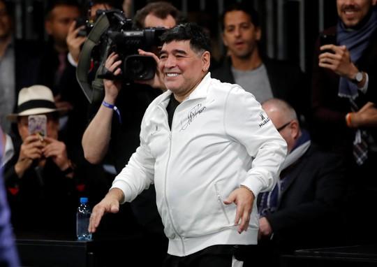 Mourinho dẫn dắt Usaint Bolt đối đầu đội bóng của Maradona - Ảnh 9.