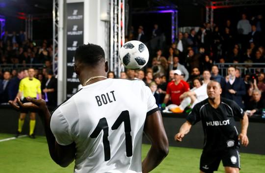 Mourinho dẫn dắt Usaint Bolt đối đầu đội bóng của Maradona - Ảnh 4.