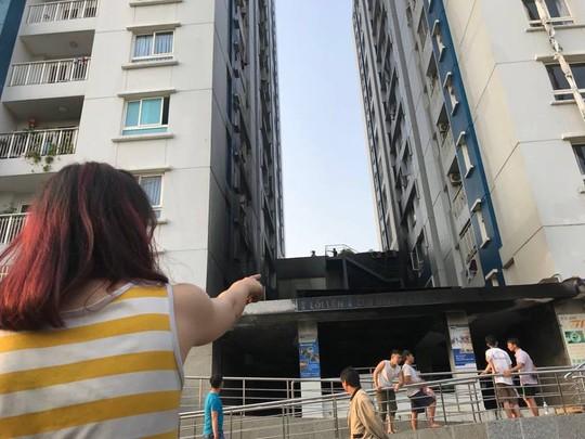 UBND TP HCM yêu cầu khẩn về vụ cháy chung cư Carina - Ảnh 2.
