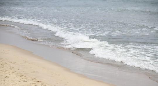 Biển Đà Nẵng không còn hiện tượng đổi màu sẫm, bốc mùi hôi - Ảnh 1.