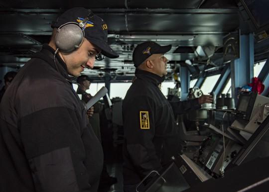 Hình ảnh mới nhất trên Biển Đông của tàu sân bay Mỹ sắp đến Việt Nam - Ảnh 12.
