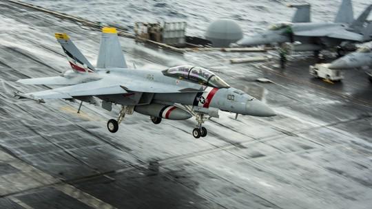 Hình ảnh mới nhất trên Biển Đông của tàu sân bay Mỹ sắp đến Việt Nam - Ảnh 14.