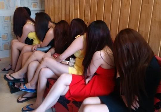 Coi mại dâm là 1 nghề thì phải có giáo trình vén váy - Ảnh 1.