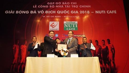 Sữa NutiFood dùng thương hiệu cafe tài trợ V-League - Ảnh 1.