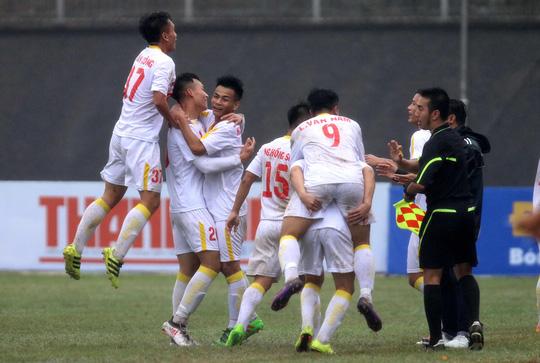 VCK U19 quốc gia 2018: Hà Nội suýt chết, TP HCM hẹp cửa - Ảnh 2.