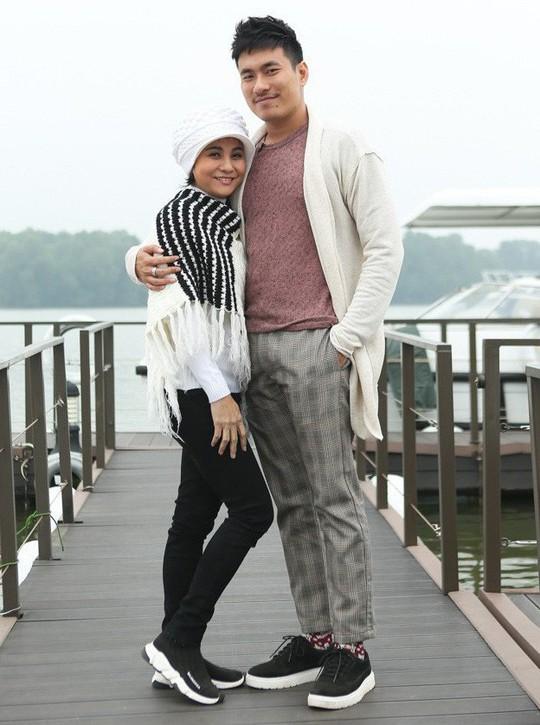 Góc khuất rớt nước mắt của 2 mối tình chị em nổi tiếng trong showbiz Việt - Ảnh 1.