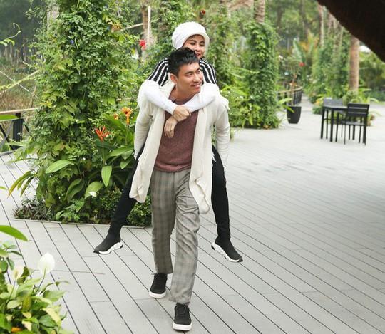 Góc khuất rớt nước mắt của 2 mối tình chị em nổi tiếng trong showbiz Việt - Ảnh 3.