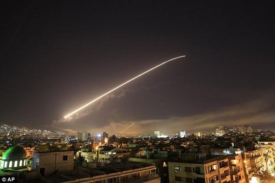 Vụ Mỹ và đồng minh không kích: Syria bắn 40 tên lửa nhưng 38 quả không trúng? - Ảnh 1.