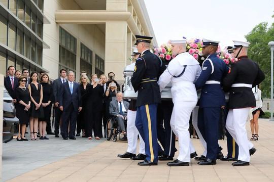 Sau khi chôn vợ, cựu Tổng thống Bush nhập viện - Ảnh 4.