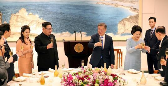 Tiệc tối thân tình của thượng đỉnh liên Triều - Ảnh 2.