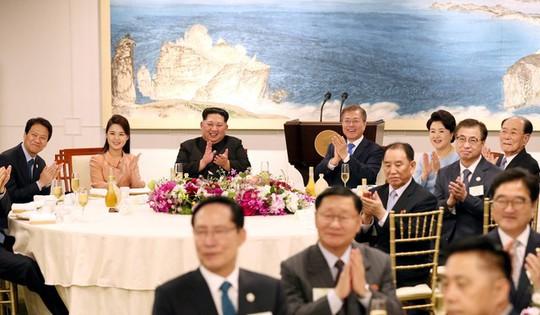 Tiệc tối thân tình của thượng đỉnh liên Triều - Ảnh 6.