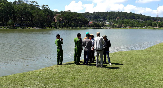Tá hỏa phát hiện thi thể nổi bập bềnh dưới hồ Xuân Hương  - Ảnh 1.