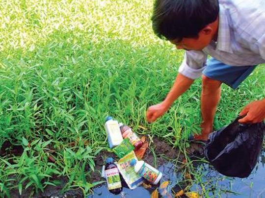 Uống nước nhiễm độc thuốc diệt cỏ, 73 người nhập viện - Ảnh 2.