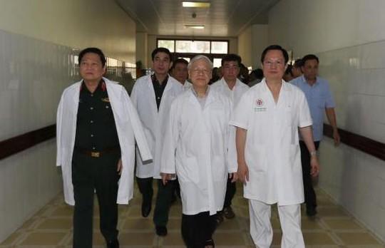 Tổng Bí thư đến bệnh viện thăm nguyên Tổng Bí thư Đỗ Mười, nguyên Chủ tịch nước Lê Đức Anh - Ảnh 2.
