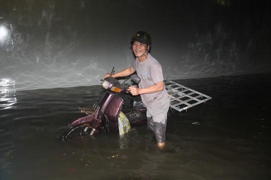Hầm chui trăm tỉ ở Đà Nẵng lại thành sông sau cơn mưa lớn - Ảnh 2.