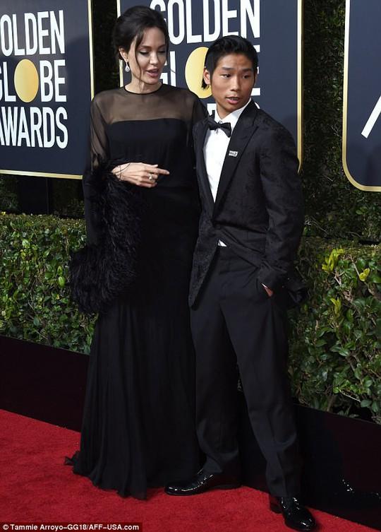 Pax Thiên tháp tùng Angelina Jolie dự Quả cầu vàng - Ảnh 2.