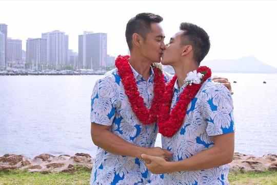 Đình đám những cặp đôi đồng tính của showbiz Việt - Ảnh 2.