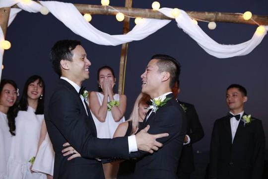 Đình đám những cặp đôi đồng tính của showbiz Việt - Ảnh 3.