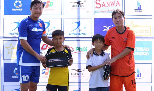 Huỳnh Đức trải lòng khi đá bóng từ thiện - Ảnh 1.