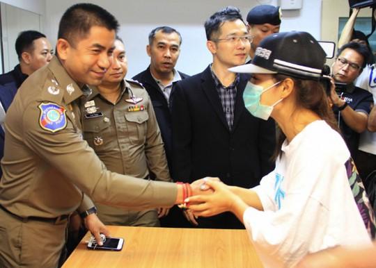 Bắt cóc du khách táo tợn ở sân bay Thái Lan - Ảnh 1.