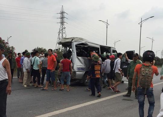 Tai nạn thảm khốc xe tải tông xe khách, 2 người chết, nhiều người bị thương - Ảnh 3.