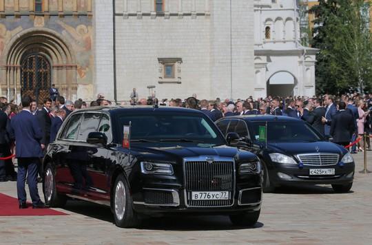 Ẩn ý của ông Putin khi đi siêu xe mới - Ảnh 10.