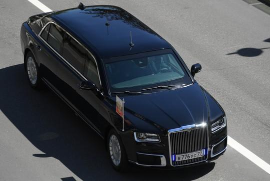 Ẩn ý của ông Putin khi đi siêu xe mới - Ảnh 7.
