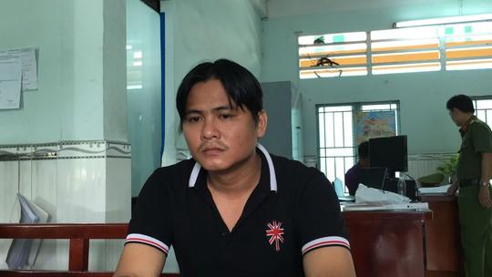 TP HCM: Tạm giam 2 người ném đá vào cảnh sát cơ động - Ảnh 2.